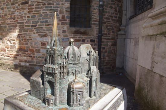 Aachen domkirke opført i Bronce