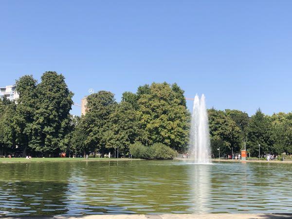 Springvand i slotspark Stuttgart.