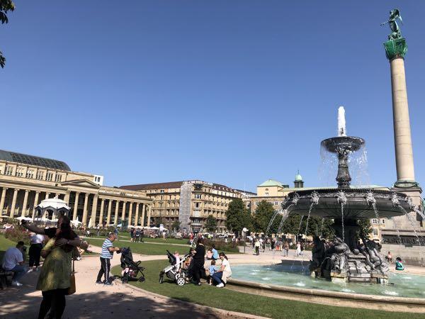 Schlossplatz Stuttgart med fontæner
